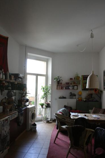 sch nes gro es m bliertes zimmer in neust dter altbau wohngemeinschaft dresden neustadt. Black Bedroom Furniture Sets. Home Design Ideas