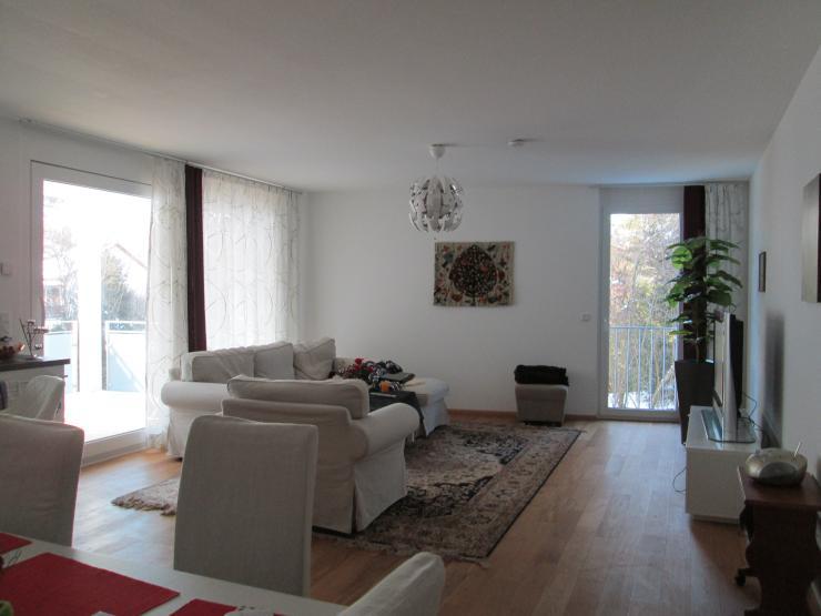 zimmer mit balkon am bach in heller gro er wohnung zimmer m bliert freiburg im breisgau. Black Bedroom Furniture Sets. Home Design Ideas