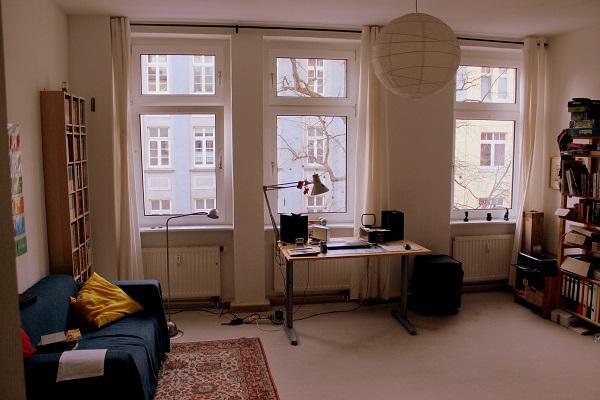 gro e helle 2 zimmer wohnung in erfurt kr mpfervorstadt wg geeignet top lage 2 min von. Black Bedroom Furniture Sets. Home Design Ideas