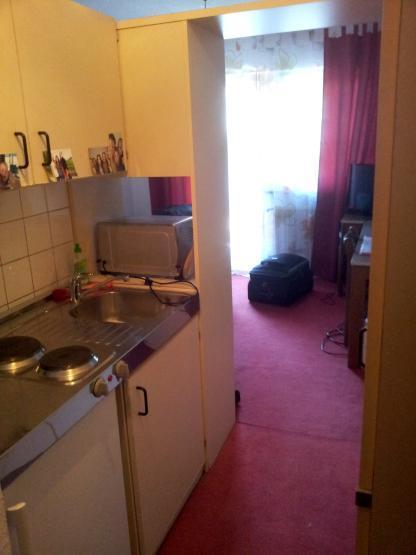g nstiges zimmer in uni n he 1 zimmer wohnung in regensburg kumpfm hl ziegetsdorf. Black Bedroom Furniture Sets. Home Design Ideas