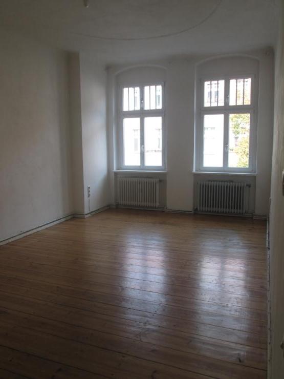 wohnungstausch biete 1raum wohnung suche 3 4 raum wohnung 1 zimmer wohnung in berlin neuk lln. Black Bedroom Furniture Sets. Home Design Ideas