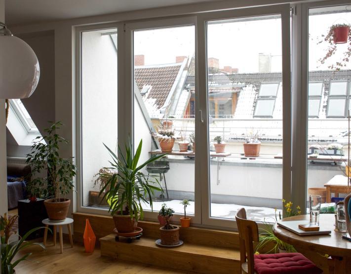 15qm zimmer in traumhafter dachgeschoss wohnung inmitten von neuk lln wg berlin m bliert. Black Bedroom Furniture Sets. Home Design Ideas