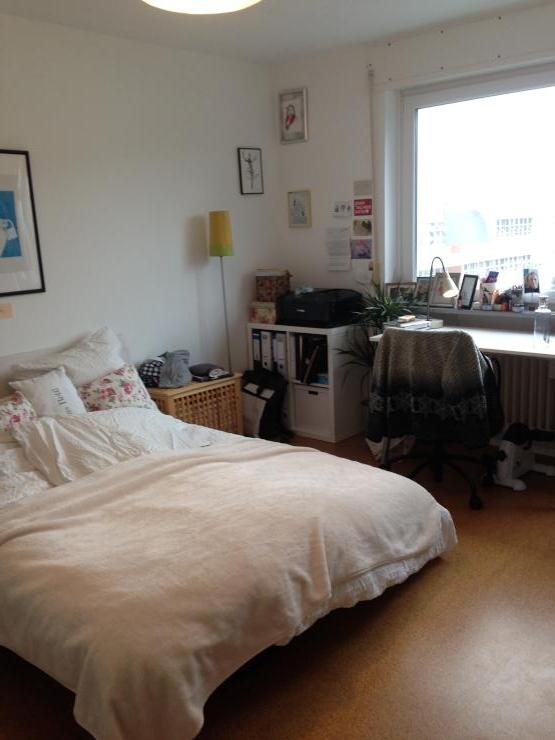 m biliertes 15qm zimmer in super 4er wg zur zwischenmiete wg zimmer in freiburg im breisgau stadt. Black Bedroom Furniture Sets. Home Design Ideas