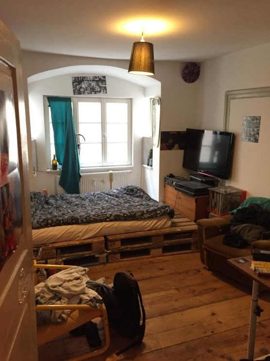 wg zimmer in schicken altbau super zentral in der innenstadt wgs in augsburg innenstadt. Black Bedroom Furniture Sets. Home Design Ideas