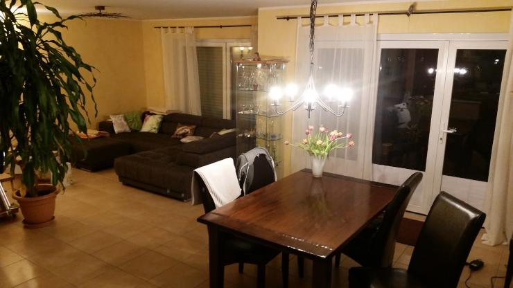 zimmer zu vergeben mit viel platz im haus und drumrum wohngemeinschaft in darmstadt griesheim. Black Bedroom Furniture Sets. Home Design Ideas