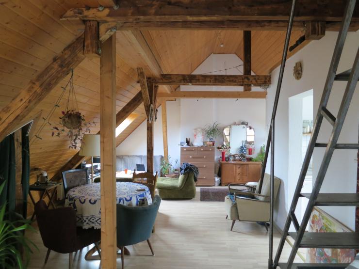 wundersch ne dachgeschosswohnung f r singles oder p rchen. Black Bedroom Furniture Sets. Home Design Ideas
