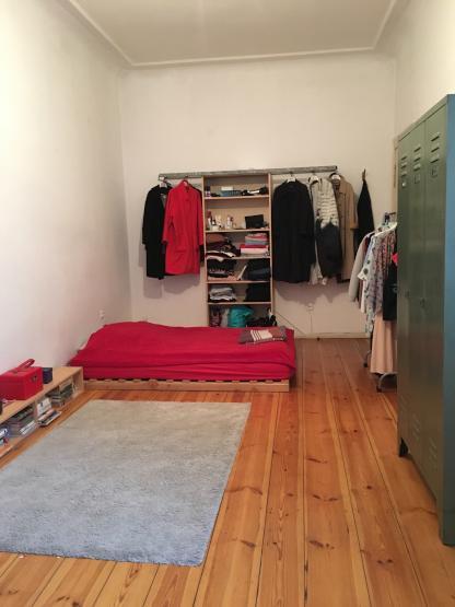 gro es ruhiges zimmer zur untermiete wg suche berlin neuk lln. Black Bedroom Furniture Sets. Home Design Ideas