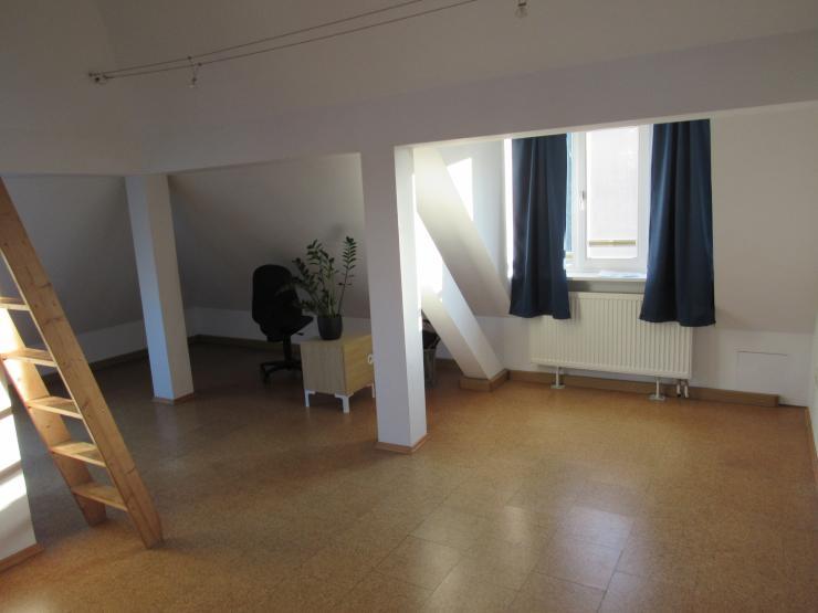 sehr nette dachgeschosswohnung zu vermieten 1 zimmer wohnung in m nchen trudering. Black Bedroom Furniture Sets. Home Design Ideas