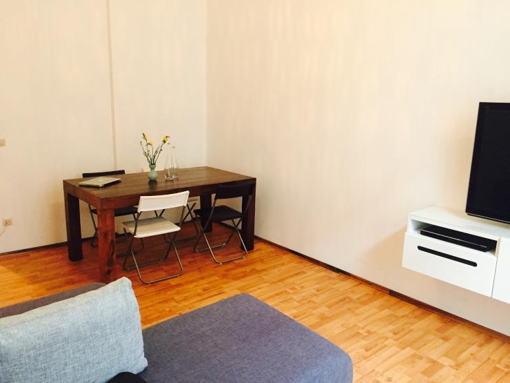 modern m blierte 2 zimmer altbau wohnung am. Black Bedroom Furniture Sets. Home Design Ideas