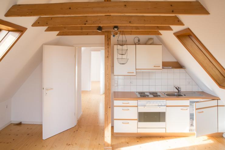 gem tliche dachgeschosswohnung f r eine person wohnung. Black Bedroom Furniture Sets. Home Design Ideas