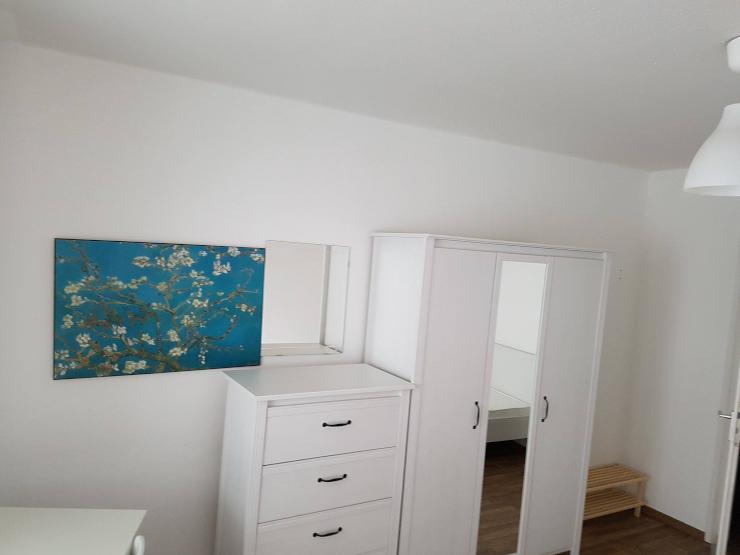 helles zimmer in 3er wg mit eigenem balkon wg in d sseldorf m bliert d sseldorf bilk. Black Bedroom Furniture Sets. Home Design Ideas