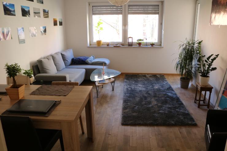 freies zimmer in der n he des roten tores m bliertes zimmer augsburg innenstadt. Black Bedroom Furniture Sets. Home Design Ideas