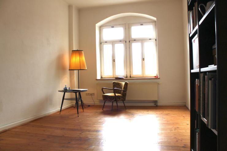 wohntraumraum 2 zimmerwohnung mit dielenboden wohnung in dresden pieschen. Black Bedroom Furniture Sets. Home Design Ideas