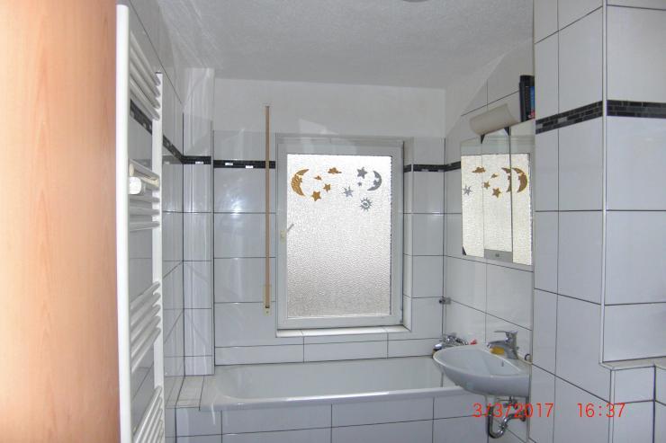 nur f r 2er wg geeignet 3 zimmer k che diele bad balkon ab sofort oder sp ter wohnung in. Black Bedroom Furniture Sets. Home Design Ideas