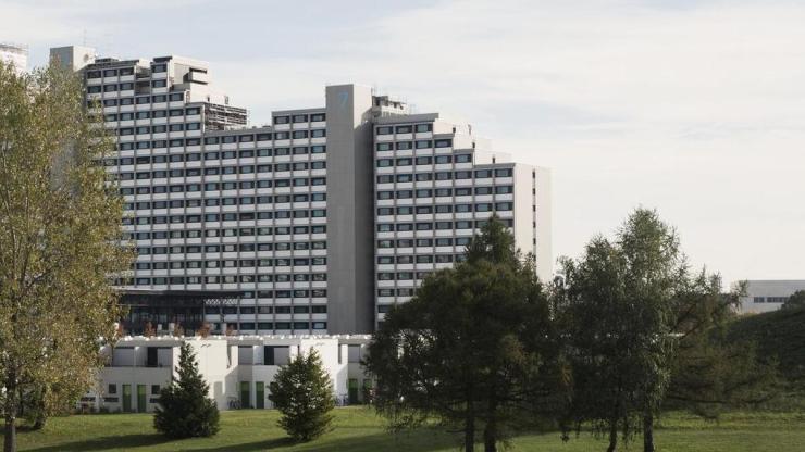 Apartment im olympisches dorf hochhaus 1 zimmer wohnung for 1 zimmer wohnung in munchen