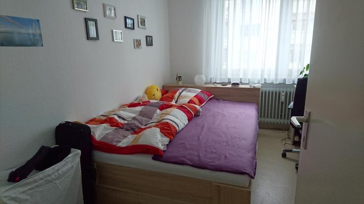 m bliertes zimmer 12 m in zentraler lage mit balkon und gro em wohnzimmer zur zwischenmiete. Black Bedroom Furniture Sets. Home Design Ideas
