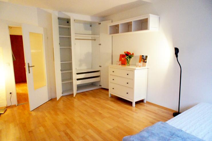 ein zimmer wohnung direkt an der m nchner freiheit zur. Black Bedroom Furniture Sets. Home Design Ideas