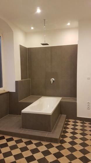 Altbau mit stuck und luxus badezimmer nach sanierung auch - Altbau badezimmer ...