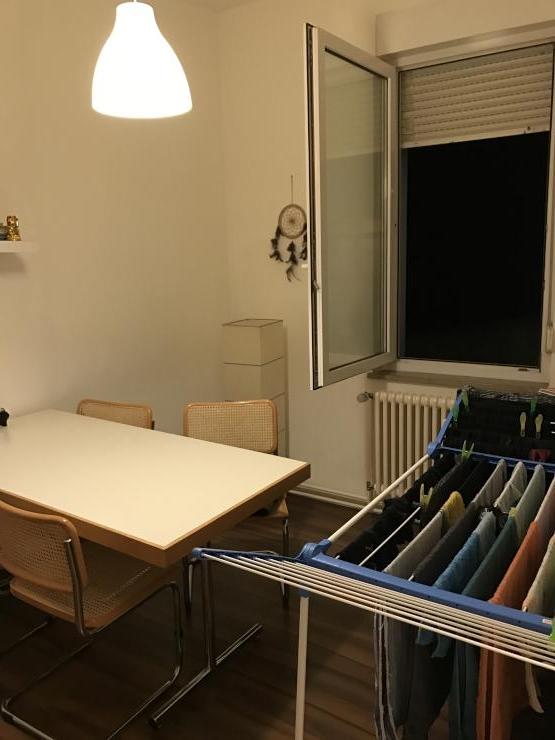 kleines m biliertes zimmer in zentraler lage von stuttgart wg zimmer in stuttgart mitte. Black Bedroom Furniture Sets. Home Design Ideas