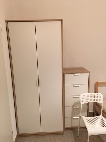 freistehendes ein personen haus in zentraler lage frisch renoviert voll m beliert 1 zimmer. Black Bedroom Furniture Sets. Home Design Ideas