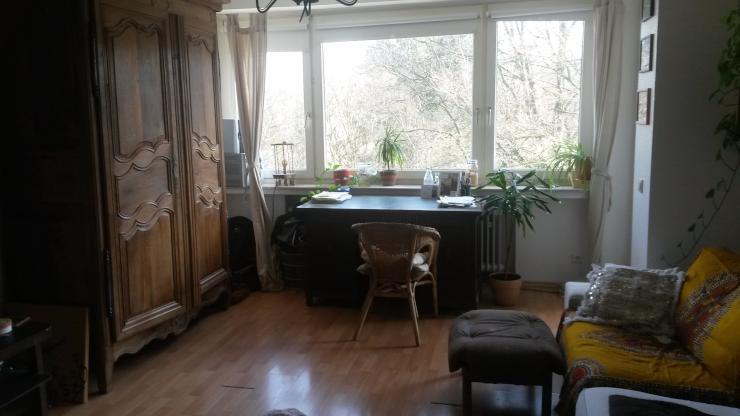 lichtdurchflutetes zimmer mit balkon in 3er wg zur. Black Bedroom Furniture Sets. Home Design Ideas