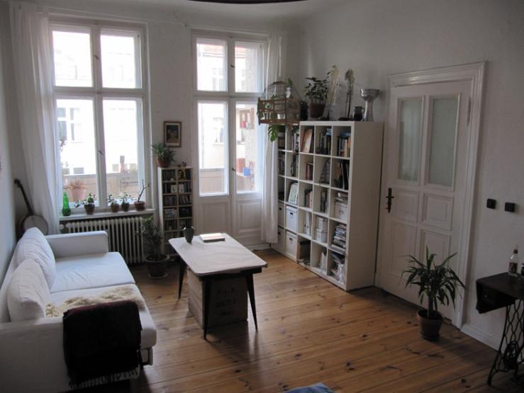 2 m blierte zimmer in heller altbauwohnung mit balkon wohnung in berlin wedding. Black Bedroom Furniture Sets. Home Design Ideas
