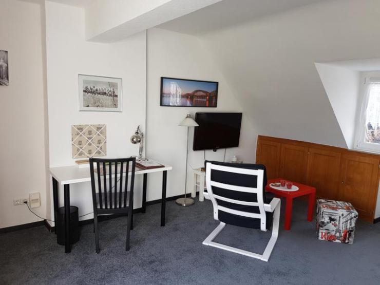 m blierte wohnung mit balkon zur zwischenmiete 1 zimmer. Black Bedroom Furniture Sets. Home Design Ideas