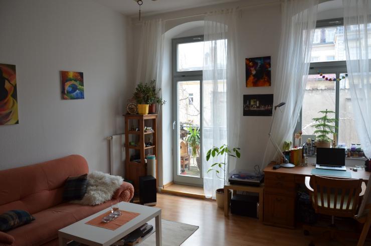 sch ne m blierte 2 zimmer wohnung mit balkon in ruhigem innenhof mitten in der bunten neustadt. Black Bedroom Furniture Sets. Home Design Ideas