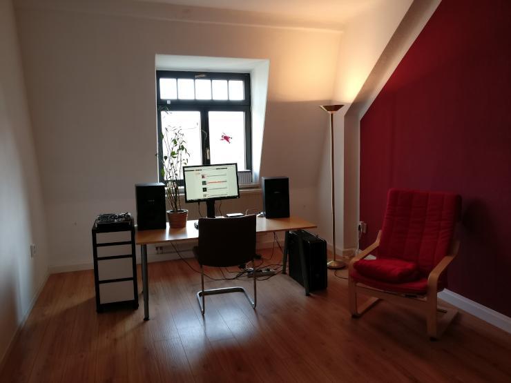 ger umige 2 raum wohnung mit gutem schnitt und viel stauraum wohnung in dresden pieschen. Black Bedroom Furniture Sets. Home Design Ideas