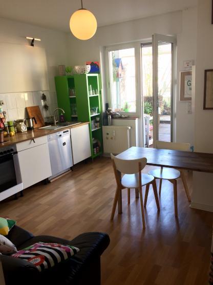 nachmieter zum 1 5 gesucht 2 zi k che im stadtzentrum mit genialer dachterrasse wohnung. Black Bedroom Furniture Sets. Home Design Ideas