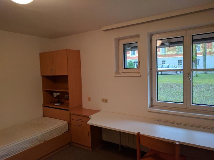 1 zimmer wohnung m bliert in studentenwohnheim inkl sauna fitnessraum parkplatz und. Black Bedroom Furniture Sets. Home Design Ideas