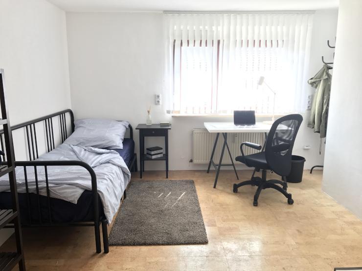 erstbezug nach renovierung neu m bliertes zimmer mit eigenem bad wlan pnv vor der t r. Black Bedroom Furniture Sets. Home Design Ideas