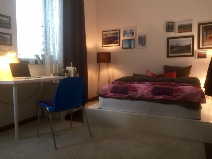 zentrales und gem tliches zimmer in aufgeschlossener. Black Bedroom Furniture Sets. Home Design Ideas