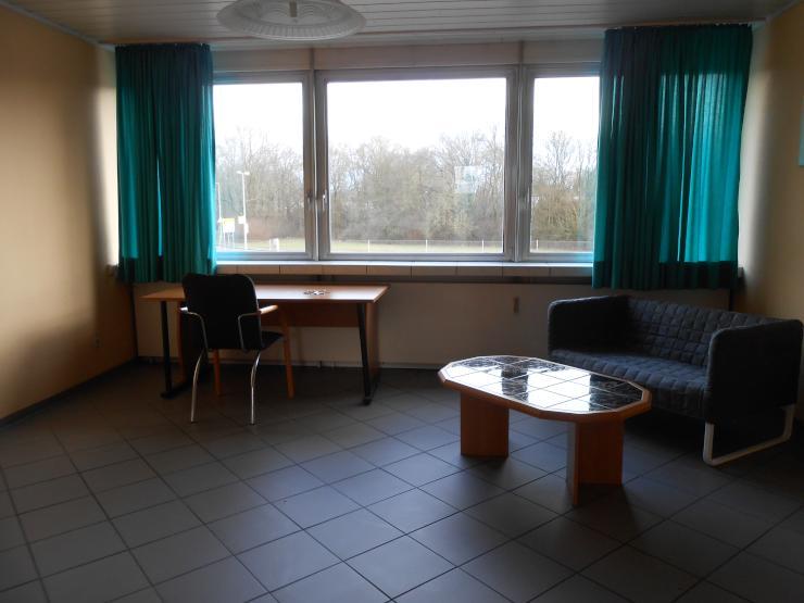 gro e helle 1 zimmer wohnung 1 zimmer wohnung in mannheim k fertal. Black Bedroom Furniture Sets. Home Design Ideas