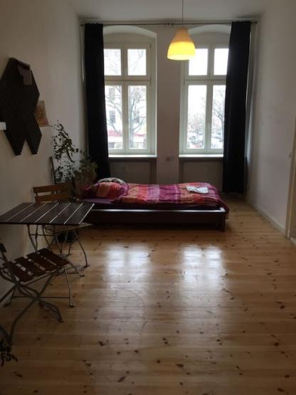 vermiete mein wundersch nes gro es zimmer an nette pers nlichkeit wgzimmer berlin kreuzberg. Black Bedroom Furniture Sets. Home Design Ideas