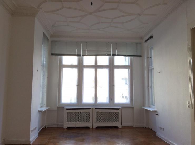 sch nes 25m altbauzimmer mit parkett und stuckdecke. Black Bedroom Furniture Sets. Home Design Ideas