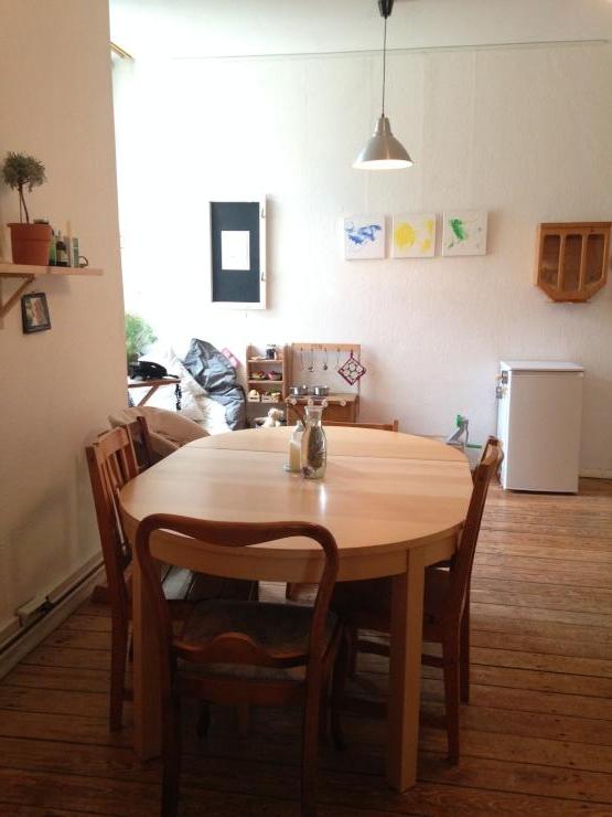 supersch ne familienfreundliche 3 zimmer wohnung mit h ngematte kamin und balkon wohnung in. Black Bedroom Furniture Sets. Home Design Ideas