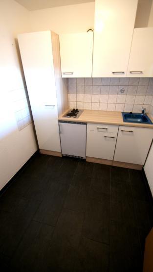 sch ne gro e 1 zimmer wohnung 50 qm mit balkon fernblick und kfz stellplatz wohnung in f rth. Black Bedroom Furniture Sets. Home Design Ideas