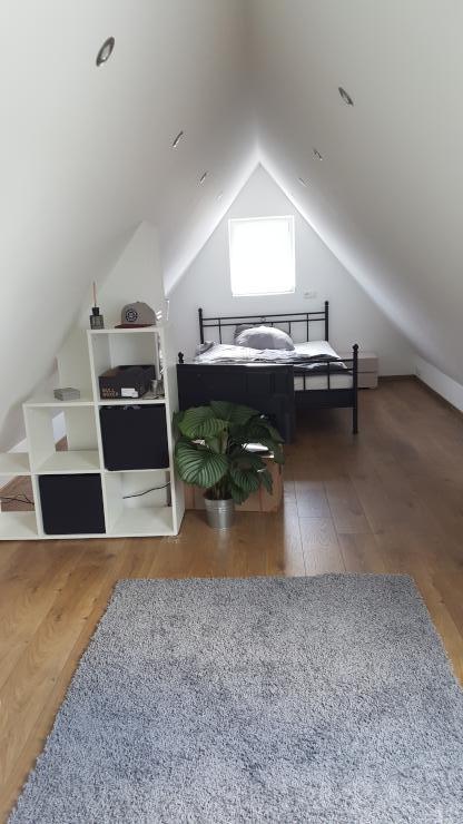 1 neu renoviertes zimmer m biliert f r berufst tige. Black Bedroom Furniture Sets. Home Design Ideas