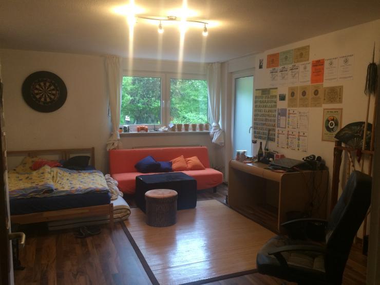 gro es helles zimmer in 4er wg wg zimmer in freiburg im breisgau landwasser. Black Bedroom Furniture Sets. Home Design Ideas