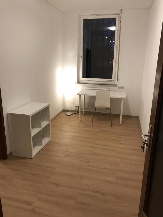 schickes wg zimmer unterteilt in 2 r ume im sanierten jugendstilhaus es stadtmitte wg zimmer. Black Bedroom Furniture Sets. Home Design Ideas