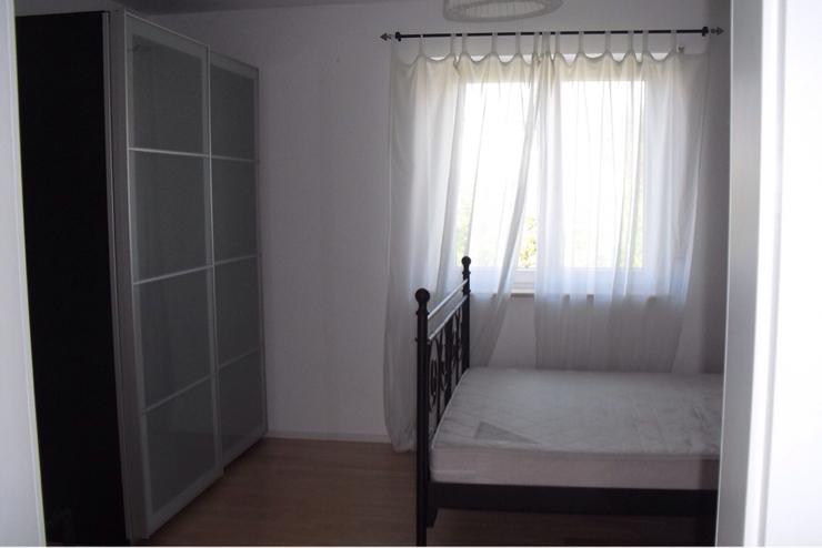 sch ne licht durchflutete 2 zimmer wohnung. Black Bedroom Furniture Sets. Home Design Ideas