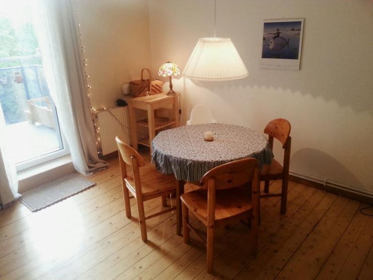 zentraler altbau mit charme gro em balkon holzb den und. Black Bedroom Furniture Sets. Home Design Ideas