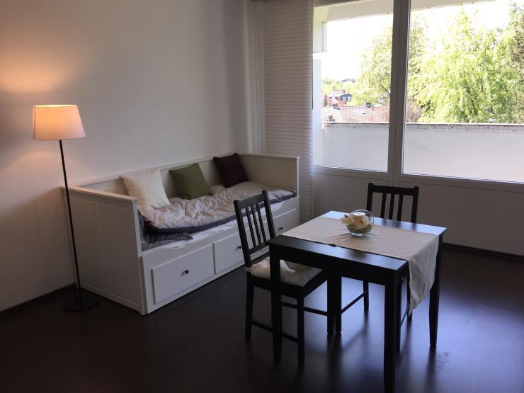 voll m bilierte ein zimmer wohnung mit luxus ausstattung. Black Bedroom Furniture Sets. Home Design Ideas