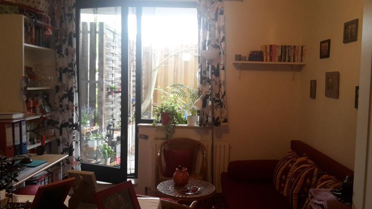 altstadt zimmer mit zugang zur terrasse. Black Bedroom Furniture Sets. Home Design Ideas