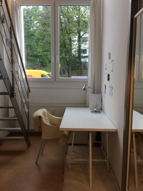 lichtdurchflutetes studenten loft auf zwei ebenen 1. Black Bedroom Furniture Sets. Home Design Ideas