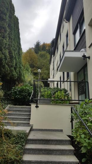sch ne gegend helle wohnung herrlischer fernblick vom balkon m bel k nnen bernommen werden. Black Bedroom Furniture Sets. Home Design Ideas