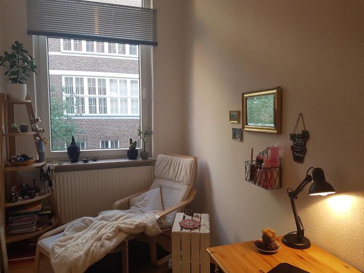 m bliertes zimmer mit hochbett in der list. Black Bedroom Furniture Sets. Home Design Ideas