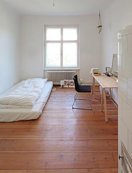2 zimmer in heller altbau wohnung zu vermieten kleines zimmer f r 400 euro gro es zimmer f r. Black Bedroom Furniture Sets. Home Design Ideas