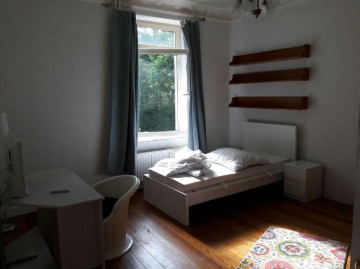 u1 wandsbek markt 420 3m hohe decke und parketboden m bliert wohngemeinschaften hamburg. Black Bedroom Furniture Sets. Home Design Ideas